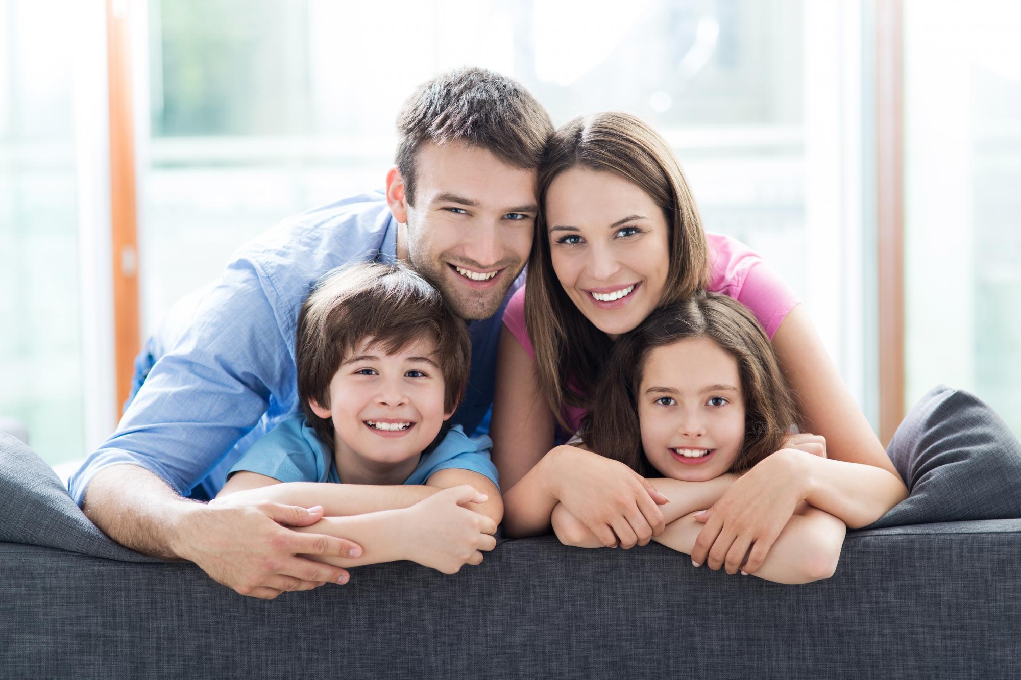 Картинка счастливой семьи для детей
